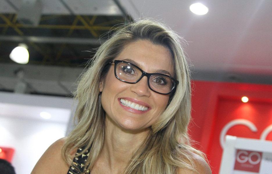 Óculos de grau dos famosos  modelos usados nas novelas e novidades de  marcas famosas - Terra 07eca41af0